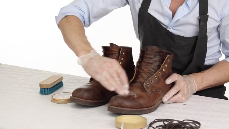 How to Polish shoes Conenent Images.003