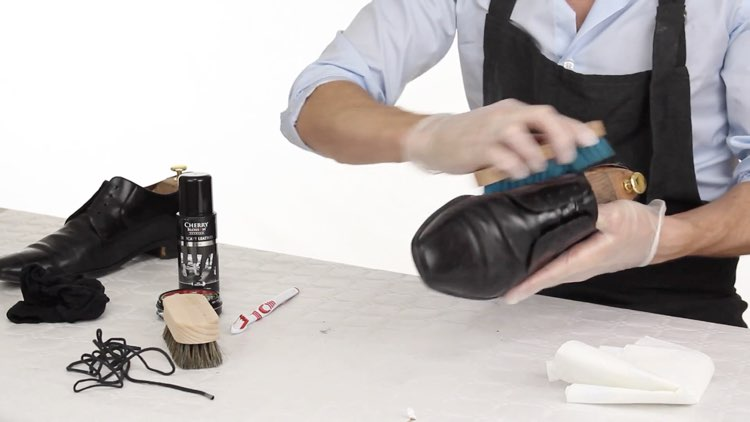 How to Polish shoes Conenent Images.007