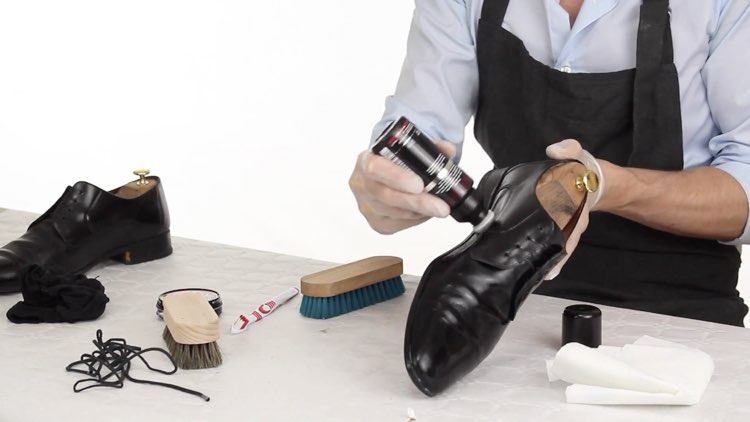 How to Polish shoes Conenent Images.009