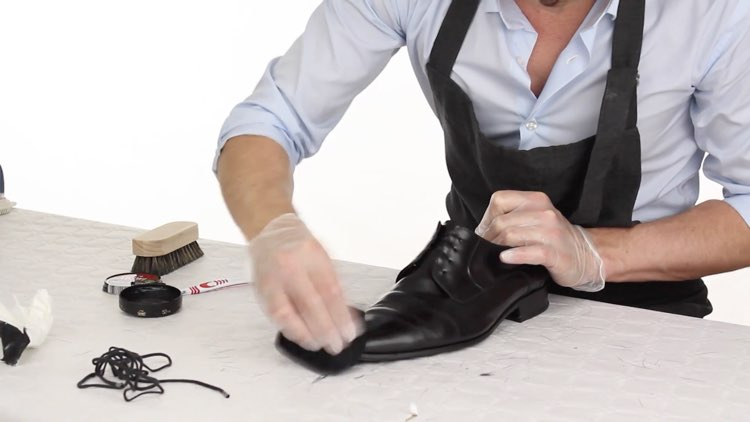 How to Polish shoes Conenent Images.012