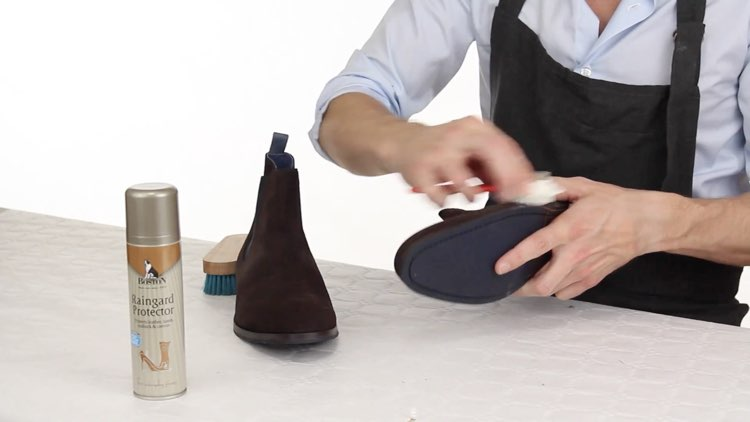 How to Polish shoes Conenent Images.015