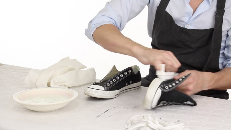 How to Polish shoes Conenent Images.021