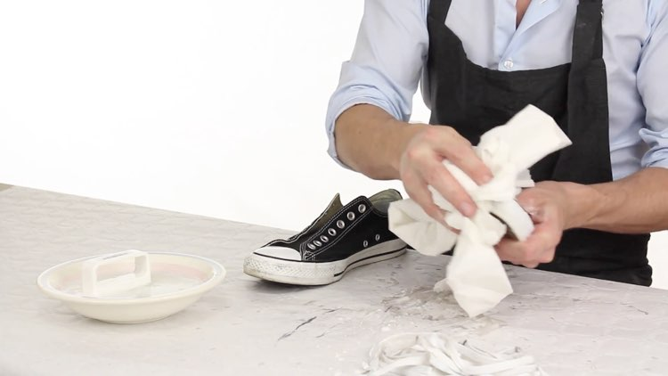 How to Polish shoes Conenent Images.022