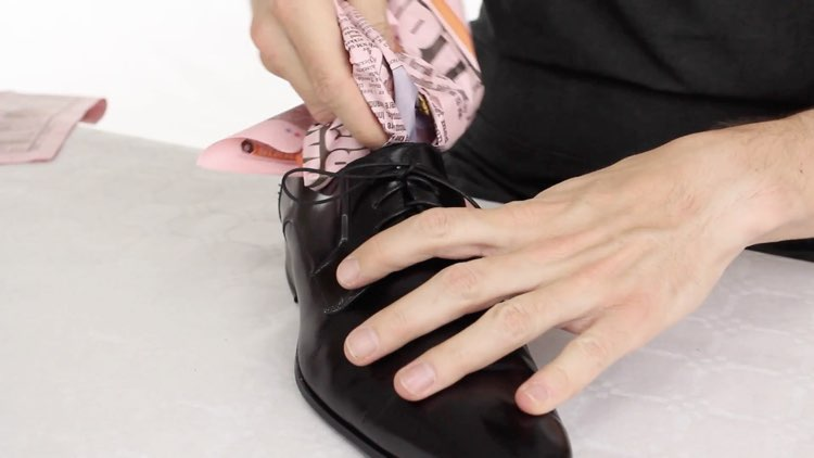 How to Polish shoes Conenent Images.026